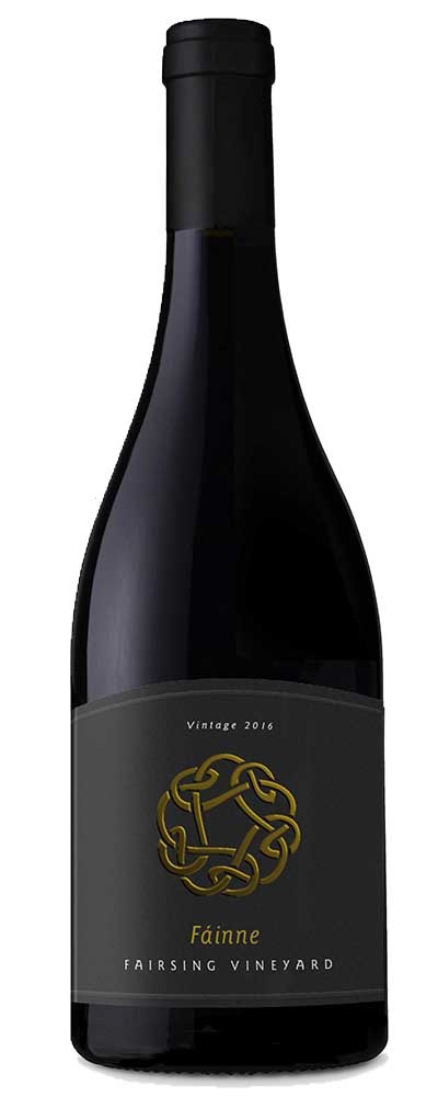 This image is of the 2016 Fairsing Vineyard Fáinne Pinot noir with Celtic knot on the gray label symbolizes the intertwined journeys of Irish ancestors and the Fairsing owners